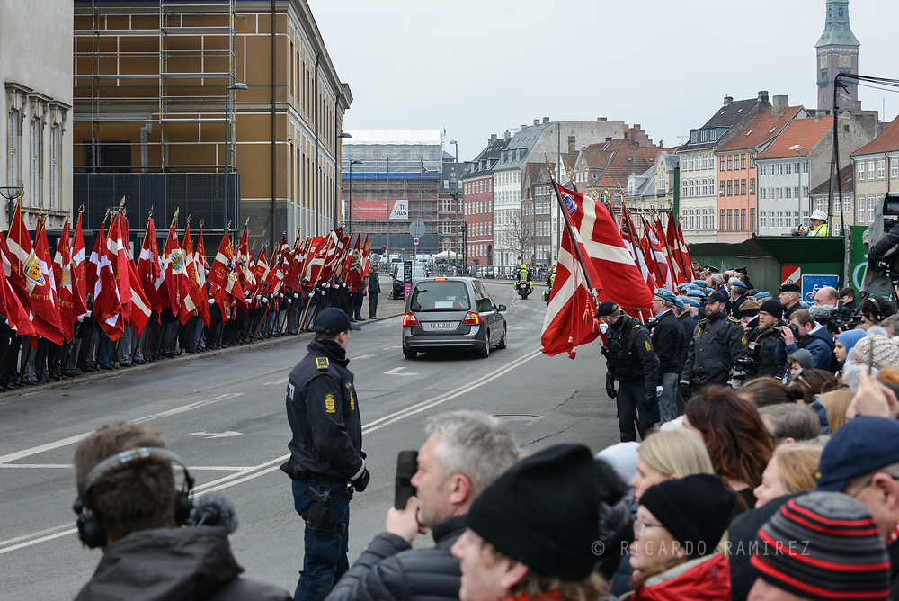 20.02.2018. Copenhagen, Denmark. <br /> The hearse carries the coffin of Prince Henrik leaves the private funeral service in Copenhagen and drives past Danish flags.<br /> Photo: Ricardo Ramirez.