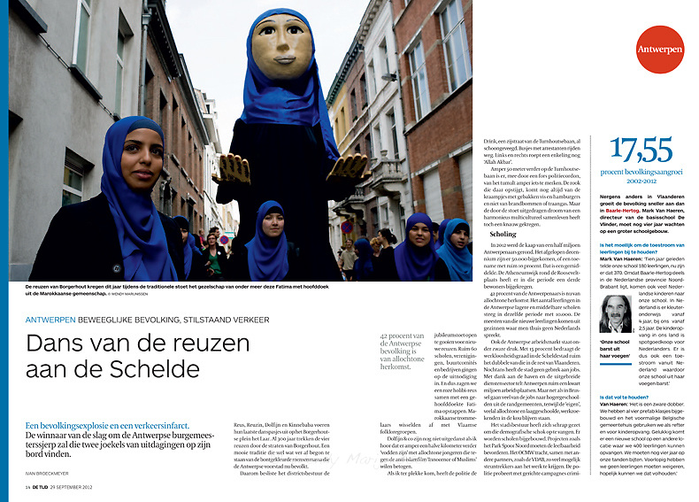 Photo of the Giant Fatima during the parade in Antwerpen - De Tijd election supplement 29/9/2012