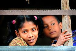 BANGLADESH SIRAJGANJ RADHUNIBARI 30JAN07 - Young children peek out from a weaving workshop near the Jamuna river area, traditionally prone to flooding during the Monsoon season...jre/Photo by Jiri Rezac..© Jiri Rezac 2007..Contact: +44 (0) 7050 110 417.Mobile:  +44 (0) 7801 337 683.Office:  +44 (0) 20 8968 9635..Email:   jiri@jirirezac.com.Web:    www.jirirezac.com..© All images Jiri Rezac 2007 - All rights reserved.