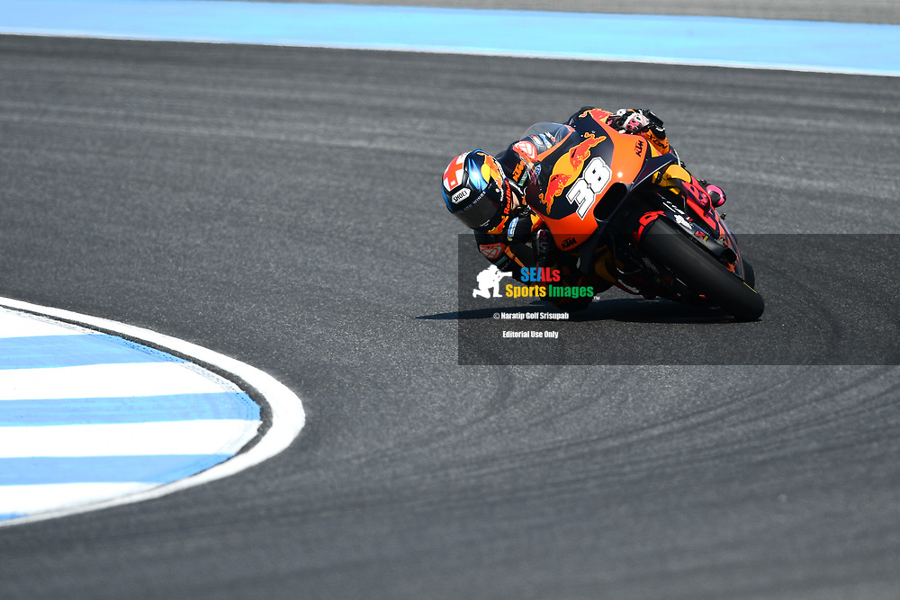 BURIRAM, THAILAND - OCTOBER 06: Bradley Smith (38) of England and Red Bull KTM Factory Racing in Turn 3 during FP3 at the MotoGP PTT Thailand Grand Prix 2018, Chang International Circuit, Buriram, Thailand on October 06, 2018. <br /> .<br /> .<br /> .<br /> (Photo by: Naratip Golf Srisupab/SEALs Sports Images)<br /> .<br /> Any image use must include a mandatory credit line adjacent to the content which should read: Naratip Golf Srisupab/SEALs Sports Images
