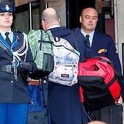NLD/Amsterdam/20180203 - 80ste Verjaardag Pr.Beatrix, bagage word naar binnen gebracht door lakeien