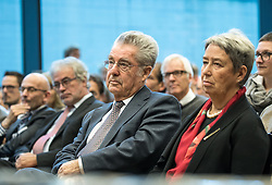 "12.10.2016, Universität, Innsbruck, AUT, Alt Bundespräsident Fischer an der Universität Innsbruck, im Bild v.l. Österreichs Ex-Bundespräsident Heinz Fischer, Ehefrau Margit Fischer // Austria's former Federal President Heinz Fischer at his lecture on ""The History and Democracy Development of the Second Republic"" at the Universität in Innsbruck, Austria on 2016/10/12. EXPA Pictures © 2016, PhotoCredit: EXPA/ Johann Groder"