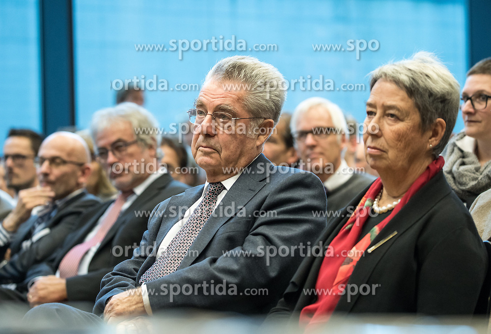 """12.10.2016, Universität, Innsbruck, AUT, Alt Bundespräsident Fischer an der Universität Innsbruck, im Bild v.l. Österreichs Ex-Bundespräsident Heinz Fischer, Ehefrau Margit Fischer // Austria's former Federal President Heinz Fischer at his lecture on """"The History and Democracy Development of the Second Republic"""" at the Universität in Innsbruck, Austria on 2016/10/12. EXPA Pictures © 2016, PhotoCredit: EXPA/ Johann Groder"""