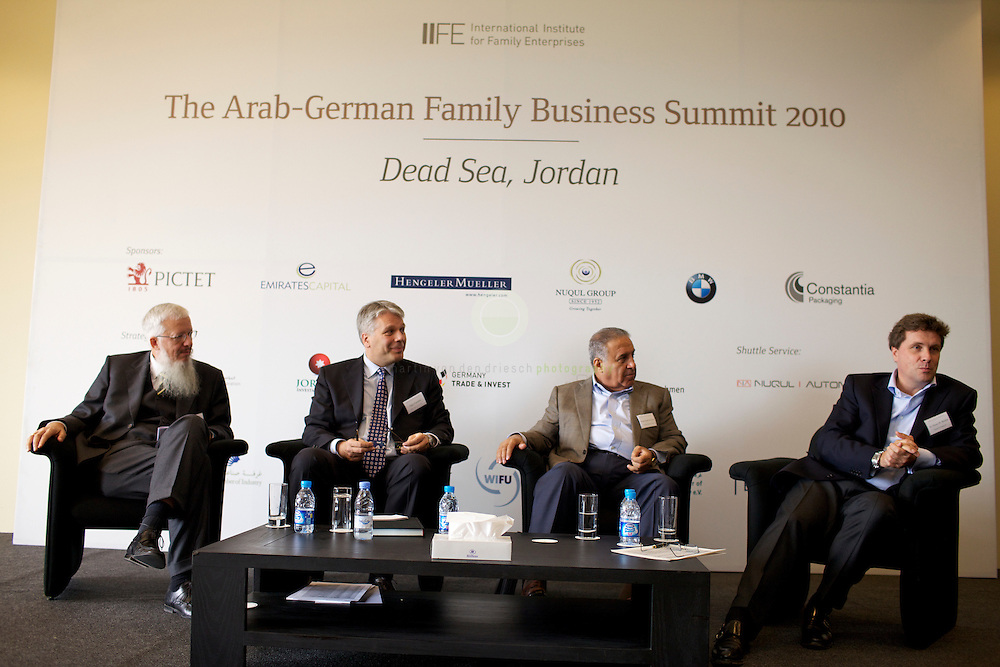 Session A03: external expertise in family enterprises. Non-family executives in global family businesses.