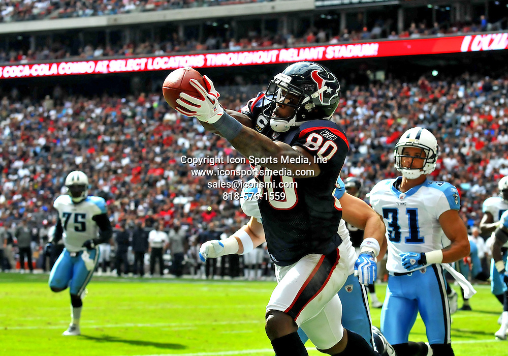 28 November 2010: Houston Texans wide receiver Andre Johnson (80) catch a pass for a touchdown during the game between the Tennessee Titans and the Houston Texans at Reliant Stadium in Houston, Texas. Texans Leads in the first half 14-0.
