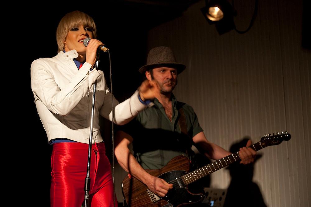 Présentation des artistes qui vont performer lors du Festival Voix d'Amérique 2010