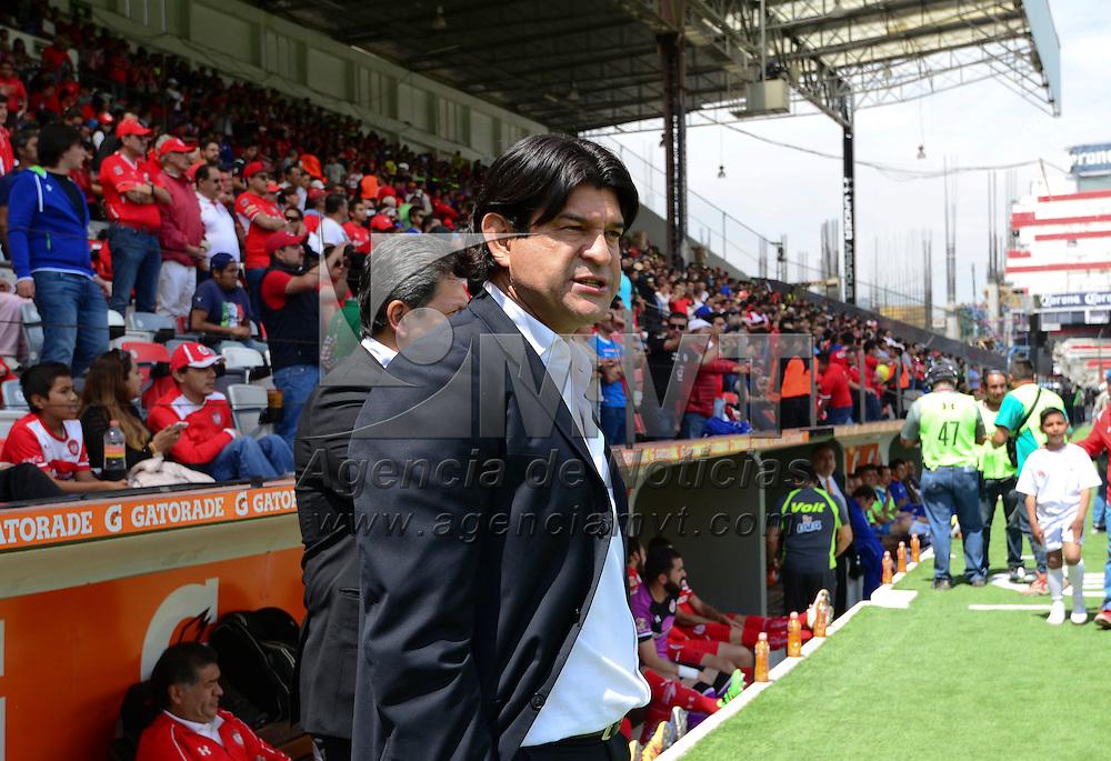 Toluca, México (Mayo 01, 2016).- José Saturnino Cardozo, D. T. de los Diablos Rojos del Toluca durante el encuentro ante Cruz Azul, correspondiente a la jornada 16 del Torneo Clausura 2016, en donde la escuadra escarlata perdió con un marcador de 0-2, quedando fuera de la liguilla.  Agencia MVT / Crisanta Espinosa