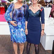 NLD/Amsterdam/20150530 - Amsterdamdiner 2015, Sheila de Vries en vriendin Liesbeth Mekkering