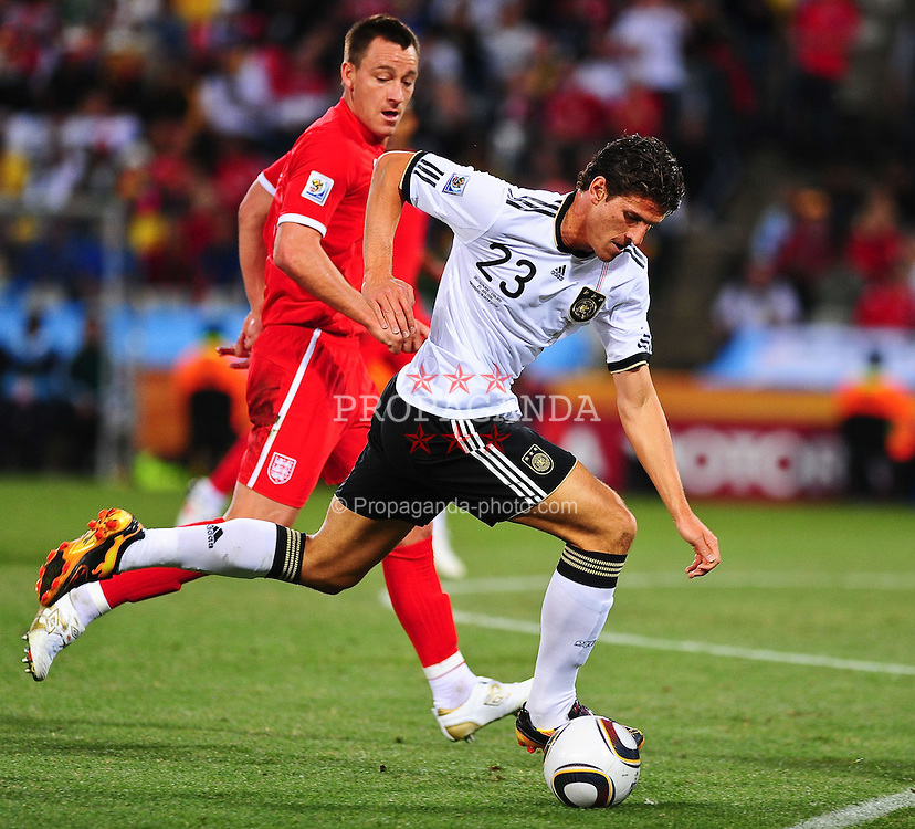 25.06.2010, Free State-Stadion, Bloemfontein, RSA, FIFA WM 2010, Germany (GER ) vs England (GB)., im  Bild  Mario Gomez ( FC Bayern Muenchen #23 )    EXPA Pictures © 2010, PhotoCredit: EXPA/ nph/  Kokenge