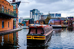 A tourist canal boat on the Birmingham Canal Old Line in central Birmingham<br /> <br /> (c) Andrew Wilson | Edinburgh Elite media