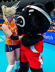 03-10-2018 JPN: World Championship Volleyball Women day 6, Yokohama<br /> Netherlands - Mexico 3-0 / Kirsten Knip #1 of Netherlands and mascot Volleyboo