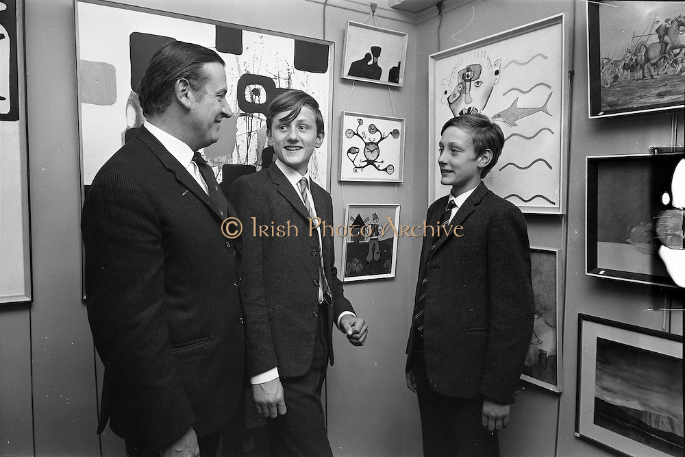 17/09/1968<br /> 09/17/1968<br /> 17 September 1968<br /> Glenstal Abbey School Painting Exhibition opened at the Little Theatre in Brown Thomas, Grafton Street, Dublin. Picture shows pupils with their works at the opening of the exhibition of pupils art works.