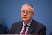 DEU, Deutschland, Germany, Berlin, 03.01.2017: FORSA-Geschäftsführer Manfred Güllner (SPD) in der Bundespressekonferenz zur Vorstellung des BMEL-Ernährungsreports 2017.