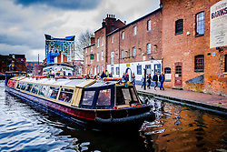 A canal boat on Birmingham Canal Old Line in the centre of the city of Birmingam, England<br /> <br /> (c) Andrew Wilson | Edinburgh Elite media
