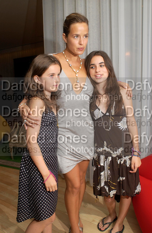 Jade Jagger with her daughters: Amber and Assisi. An evening in aid of cancer charity Clic Sargent held at the Sanderson Hotel, Berners Street, London on 4th July 2005ONE TIME USE ONLY - DO NOT ARCHIVE  © Copyright Photograph by Dafydd Jones 66 Stockwell Park Rd. London SW9 0DA Tel 020 7733 0108 www.dafjones.com