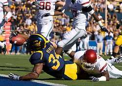 October 24, 2009; Berkeley, CA, USA;  California Golden Bears running back Shane Vereen (34) dives for a touchdown past Washington State Cougars safety Chima Nwachukwu (21) during the first quarter at Memorial Stadium.