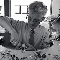 Jens P. Gu&eth;j&oacute;nsson gullsmi&eth;ur a&eth; st&ouml;rfum, 1972<br /> <br /> Goldsmith Jens P. Gu&eth;j&oacute;nsson at work, 1972