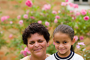 Santos Dumont_MG, Brasil...Retrato de mae e filha...Portrait of the mother and daughter...Foto: LEO DRUMOND / NITRO