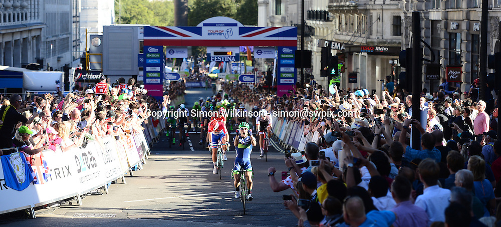 Picture by Simon Wilkinson/SWpix.com - 11/09/2016 - Cycling - Tour of Britain 2016 Stage 8 - London , Caleb Ewan wins on Regent Street