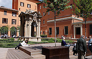Bologna, relaxing and studying by the Pozzo dei desederi