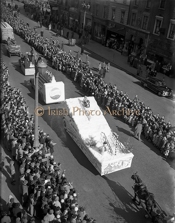 17/03/1955<br /> 03/17/1955<br /> 17 March 1955<br /> St. Patrick's Day Industrial parade in Dublin, run by the N.A.I.D.A.. A view of floats and displays passing down Westmoreland Street.