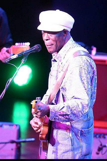 Buddy Guy<br /> <br /> &copy;2008 Rahav Segev /Photopass.com<br /> <br /> For additional caption info and licensing please contact the studio at 917 586 6993 or email.