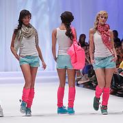 NLD/Amsterdam/20120320 - Modeshow Raak 2012 Amsterdam, , Nadia Pelesa en Kim Feenstra