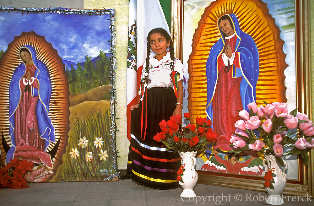 MEXICO, MEXICO CITY, FESTIVALS Our Lady of Guadalupe, photographer
