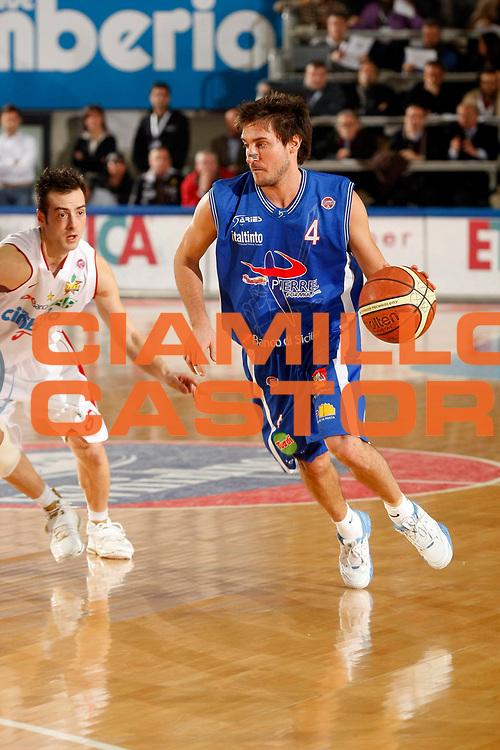 DESCRIZIONE : Varese Lega A1 2007-08 Cimberio Varese Pierrel Capo Orlando<br /> GIOCATORE : Gianmarco Pozzecco<br /> SQUADRA : Pierrel Capo Orlando<br /> EVENTO : Campionato Lega A1 2007-2008<br /> GARA : Cimberio Varese Pierrel Capo Orlando<br /> DATA : 27/12/2007<br /> CATEGORIA : Palleggio<br /> SPORT : Pallacanestro<br /> AUTORE : Agenzia Ciamillo-Castoria/G.Cottini