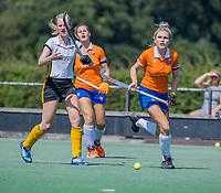 BLOEMENDAAL   -  Sophie Goorhuis met Elin van Erk (Vict)  oefenwedstrijd dames Bloemendaal-Victoria, te voorbereiding seizoen 2020-2021.   COPYRIGHT KOEN SUYK