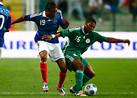 Fotball<br /> Frankrike v Nigeria<br /> Foto: DPPI/Digitalsport<br /> NORWAY ONLY<br /> <br /> FOOTBALL - FRIENDLY GAMES 2008/2009 - FRANCE v NIGERIA - 2/06/2009 <br /> <br /> KALU UCHE (NIG) / LOIC REMY (FRA)