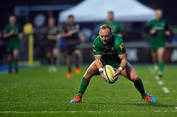 Shane Geraghty of London Irish gathers the ball - Photo mandatory by-line: Patrick Khachfe/JMP - Mobile: 07966 386802 03/01/2015 - SPORT - RUGBY UNION - London - Allianz Park - Saracens v London Irish - Aviva Premiership