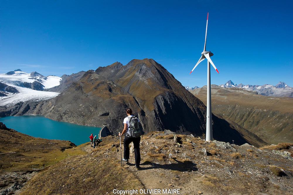 Richtfest von Europas höchstgelegener Windenergieanlage  am Griesee beim Nufenenpass am 30.09.2011 - ein Projekt initiiert und umgesetzt durch die Firma SwissWinds..Eolienne de montage. energie, electricite..(OLIVIER MAIRE/PHOTO-GENIC.CH)