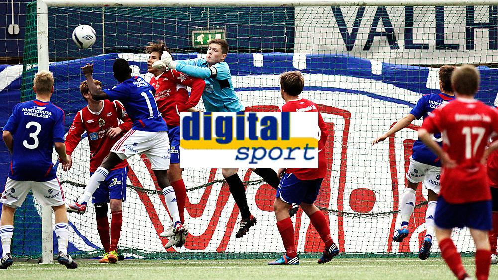 Fotball<br /> NM Finale Gutter 16 G 16<br /> Valhall 21.10.12<br /> V&aring;lerenga VIF - Vard Haugesund<br /> Keeper Michael Lie bokser<br /> Foto: Eirik F&oslash;rde
