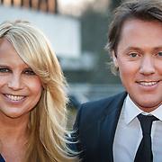 NLD/Hilversum/20150217 - Inloop Buma Awards 2015, Linda de Mol en partner Jeroen Rietbergen