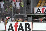 15-05-2008 Voetbal:RKC Waalwijk:ADO Den Haag:Waalwijk<br /> ADO Den Haag supporters hebben het hek gesloopt en gooien een stuk reclamerbord naar de supporters van RKC Waalwijk<br /> Foto: Geert van Erven
