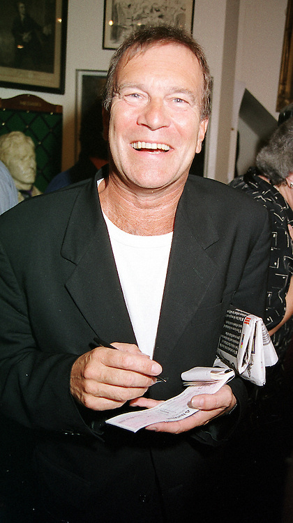 Actor NICKY HENSON at a party in London on 12th September 2000.OGU 63