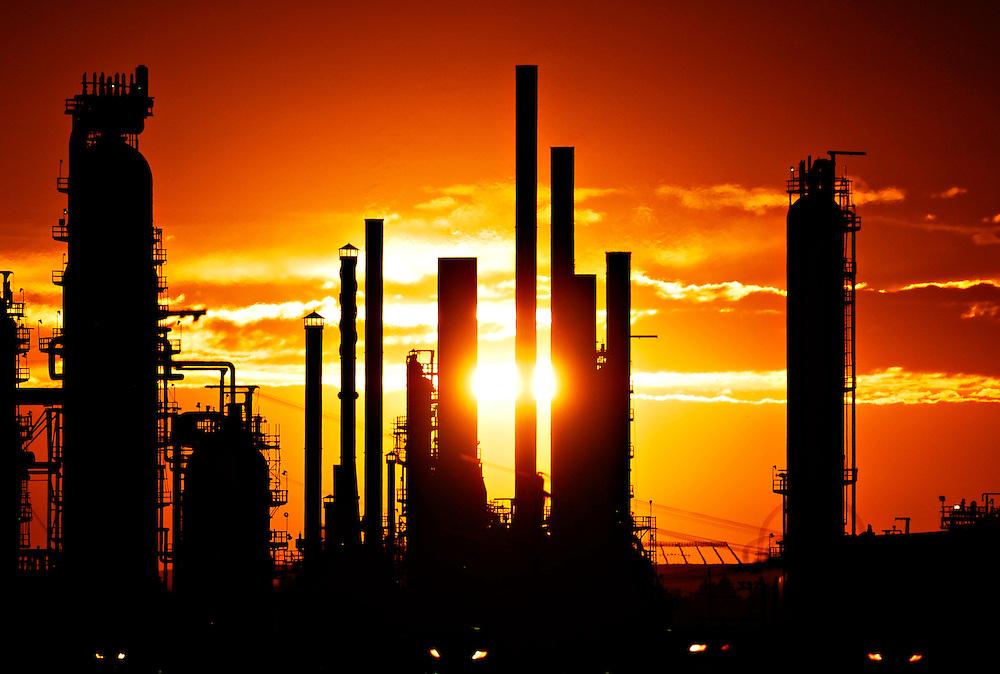 EDMONTON - AUG 24/08- Esso Refineries in Edmonton on August 24 at sunset.  Photo by Daniel Hayduk