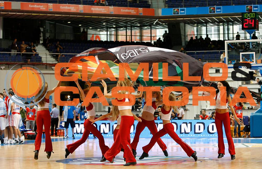 DESCRIZIONE : Madrid Spagna Spain Eurobasket Men 2007 Final 5th 6th Place Croazia Germania Croatia Germany <br /> GIOCATORE : Cheerleaders <br /> SQUADRA : <br /> EVENTO : Eurobasket Men 2007 Campionati Europei Uomini 2007 <br /> GARA : Croazia Germania Croatia Germany <br /> DATA : 16/09/2007 <br /> CATEGORIA : <br /> SPORT : Pallacanestro <br /> AUTORE : Ciamillo&amp;Castoria/M.Kulbis <br /> Galleria : Eurobasket Men 2007 <br /> Fotonotizia : Madrid Spagna Spain Eurobasket Men 2007 Final 5th 6th Place Croazia Germania Croatia Germany <br /> Predefinita :