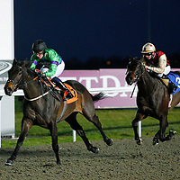 Milly's Gift and J P Fahy winning the 6.20 race