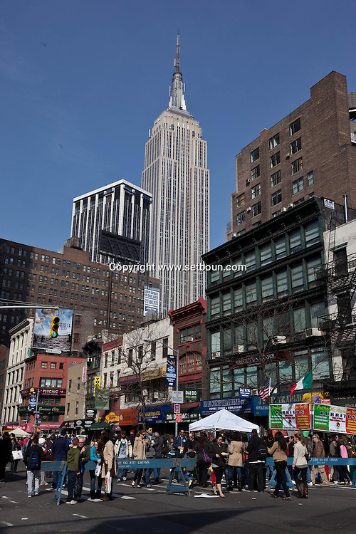 New York,  Manhattan, sixth avenue and the empire state building