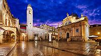 Zu den berühmtesten Plätzen der Altstadt von Dubrovnik gehört der große Platz namens Luža. Die durch Stadtmauern geschützte Altstadt gehört seit 1979 zum UNESCO-Weltkultuerbe.