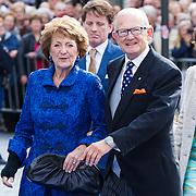 NLD/Apeldoorn/20130105 - Huwelijk prins Jaime en prinses Viktoria Cservenyak, aankomst Pieter van Vollenhoven en partner prinses Margriet