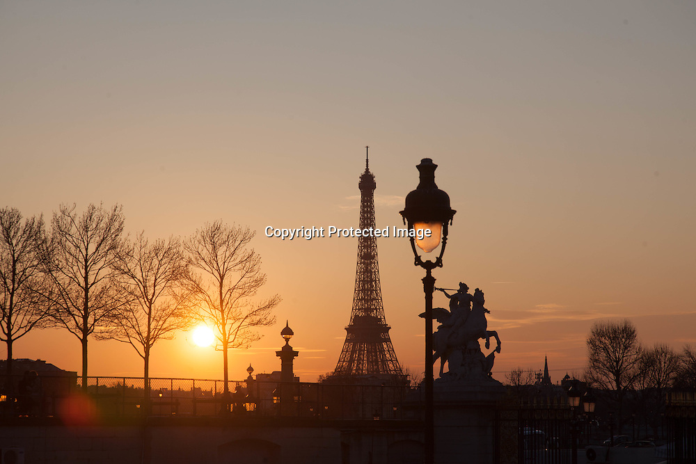 France, Paris, 1st district.  place de la Concorde at sunset / La place de la Concorde au coucher du soleil