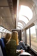 Oavsett vilken typ av biljett passageraren har s&aring; kan man s&auml;tta sig i vagnen med de stora f&ouml;nstrena f&ouml;r att njua av utsikten.<br /> <br /> Foto: Christina Sj&ouml;gren