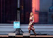 Koningin Maxima is in het Vredespaleis bij de openingsceremonie van het congres One Young World The Hague. Bij dit internationale congres komen 1.800 jonge leiders samen om te debatteren en te werken aan innovatieve oplossingen voor mondiale problemen<br /> <br /> Queen Maxima is in the Peace Palace at the opening ceremony of the conference One Young World The Hague. At this international congress 1,800 young leaders come together to debate and work on innovative solutions to global problems