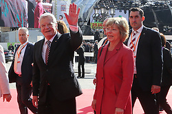 03.10.2015, Frankfurt am Main, GER, Tag der Deutschen Einheit, im Bild Winkender Bundespräsident Joachim Gauck mit Lebensgefährtin Daniela Schadt // during the celebrations of the 25 th anniversary of German Unity Day in Frankfurt am Main, Germany on 2015/10/03. EXPA Pictures © 2015, PhotoCredit: EXPA/ Eibner-Pressefoto/ Roskaritz<br /> <br /> *****ATTENTION - OUT of GER*****
