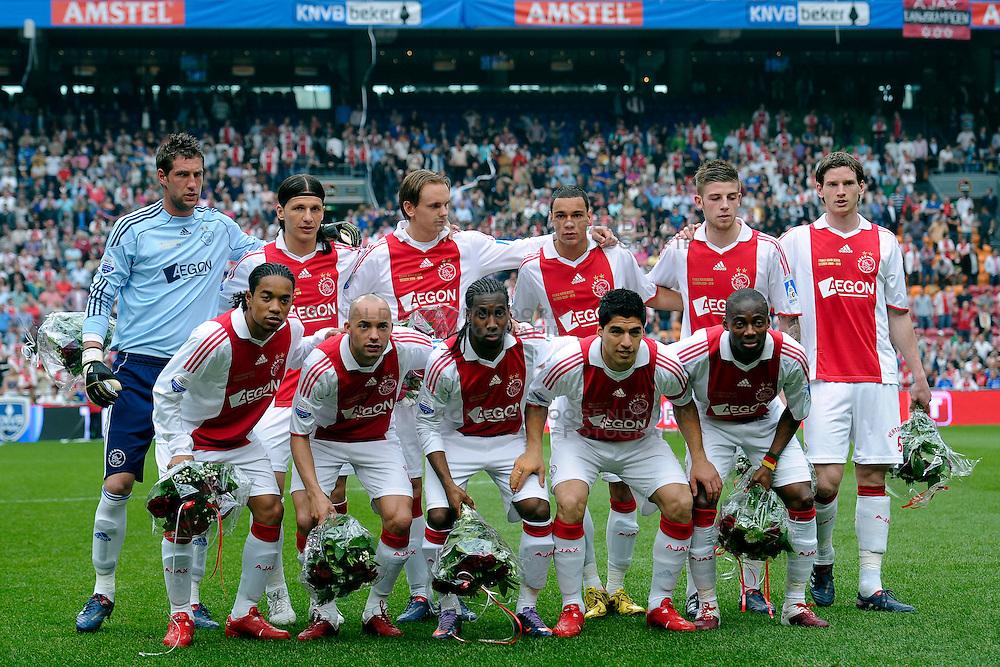 25-04-2010 VOETBAL: AJAX - FEYENOORD: AMSTERDAM<br /> De eerste wedstrijd in de bekerfinale is gewonnen door Ajax met 2-0 / Teamfoto Ajax<br /> ©2009-WWW.FOTOHOOGENDOORN.NL
