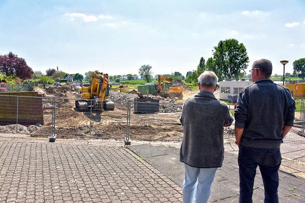 Nederland, the Netherlands, Mook, 4-5-2018Bij Mook wordt de oude kademuur vervangen door een nieuwe die sterke en hoger wordt.Vervanging in het kader van het op hoogte brengen van de waterkering in de rivier de Maas .Foto: Flip Franssen