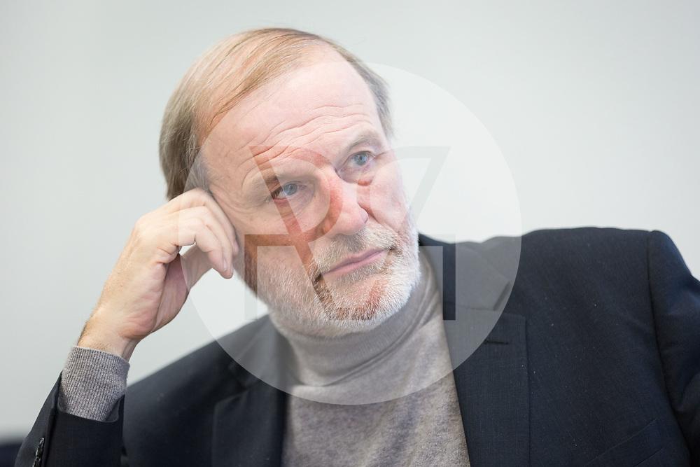 SCHWEIZ - ZUG - Stadtpräsident Dolfi Müller, SP, während eines Interviews im Stadthaus - 01. März 2018 © Raphael Hünerfauth - http://huenerfauth.ch